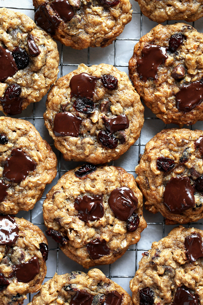 The best chewy oatmeal cookies with cranberries and dark chocolate via forkknifeswoon.com
