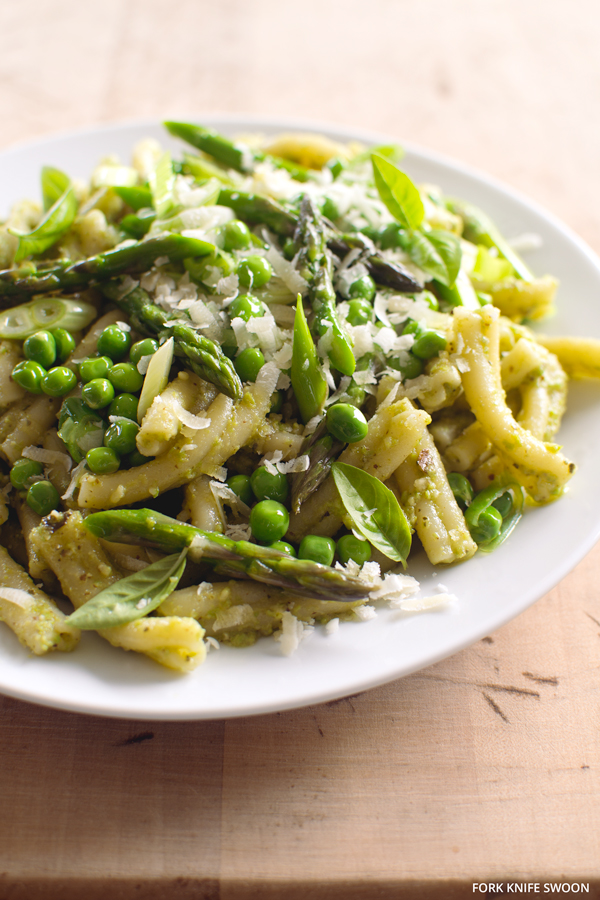 Pesto Pasta Primavera | Fork Knife Swoon