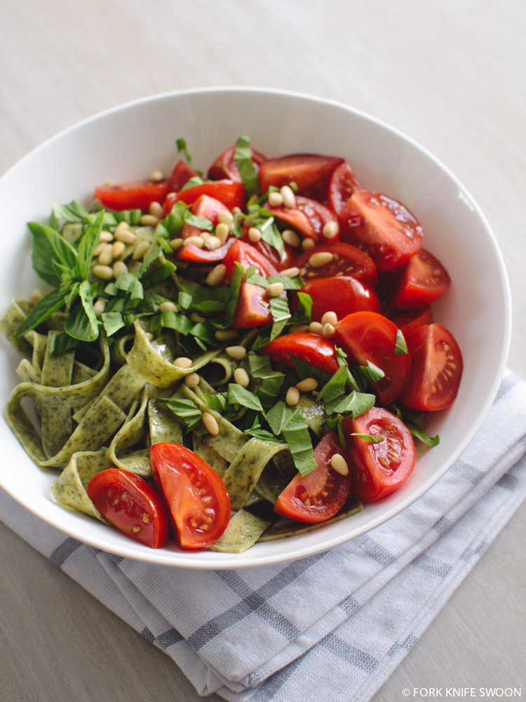 Spinach Pasta with Tomatoes, Pine Nuts and Basil | Fork Knife Swoon