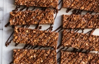 No Bake Chewy Dark Chocolate Granola Bars | Fork Knife Swoon