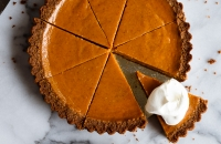 Gingersnap Pumpkin Pie | Fork Knife Swoon @forkknifeswoon