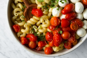 Quick Roasted Tomato Caprese Pasta Salad
