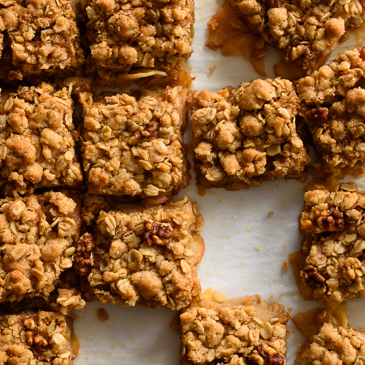 Caramel Apple Crumble Bars via @forkknifeswoon | forkknifeswoon.com