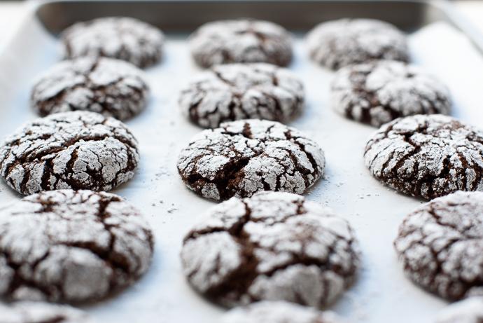 Peppermint Chocolate Crinkle Cookies via forkknifeswoon.com
