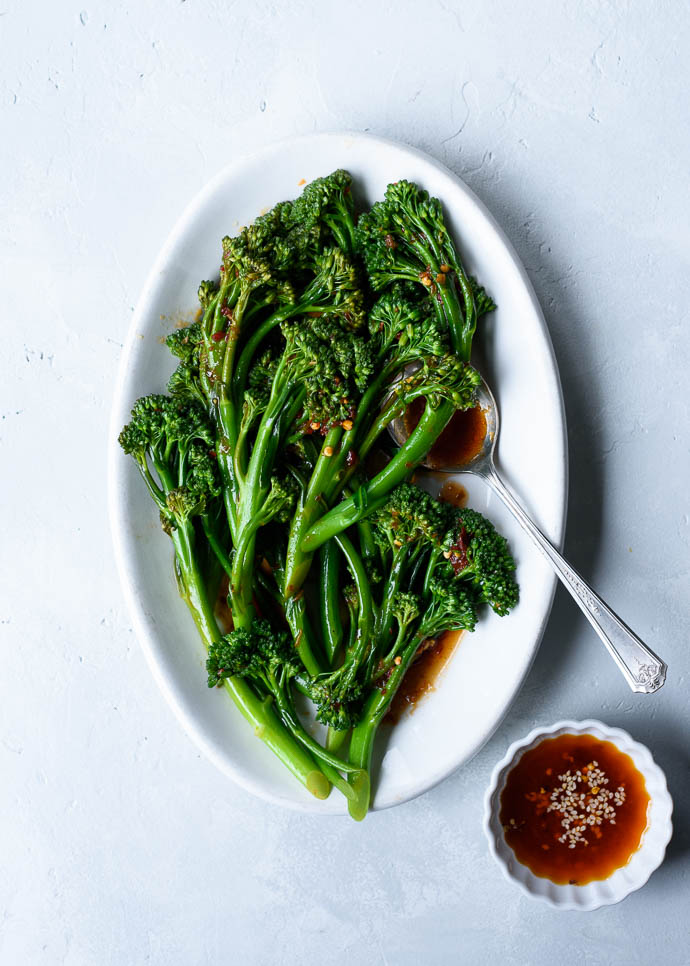 Spicy Sesame Garlic Broccolini - a quick & easy side dish that's great alongside salmon, chicken or tofu! via forkknifeswoon.com