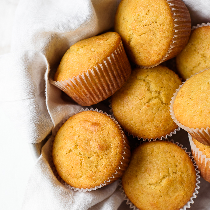 Easy Homemade Honey Cornbread Muffins via forkknifeswoon.com