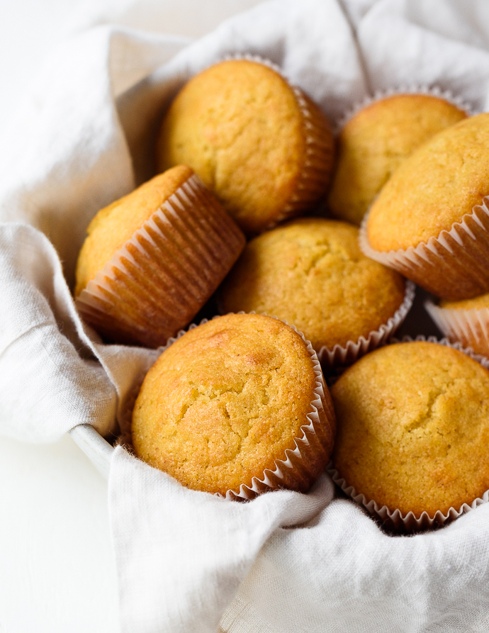 Easy Homemade Honey Cornbread Muffins via forkknifeswoon.com
