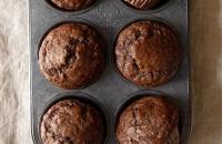 (One Bowl) Dark Chocolate Greek Yogurt Banana Muffins via forkknifeswoon.com