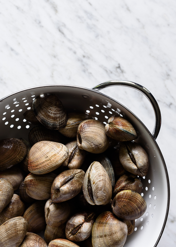 Grilled Manila Clams with Lemon Herb Butter | via forkknifeswoon.com