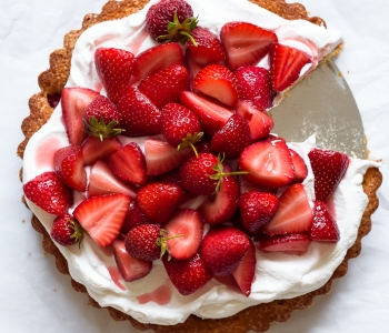 A simple and delicious Strawberry Buttermilk Cake (made with whole grain flour!) | via forkknifeswoon.com