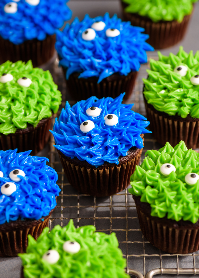 easy chocolate monster cupcakes via forkknifeswoon com forkknifeswoon