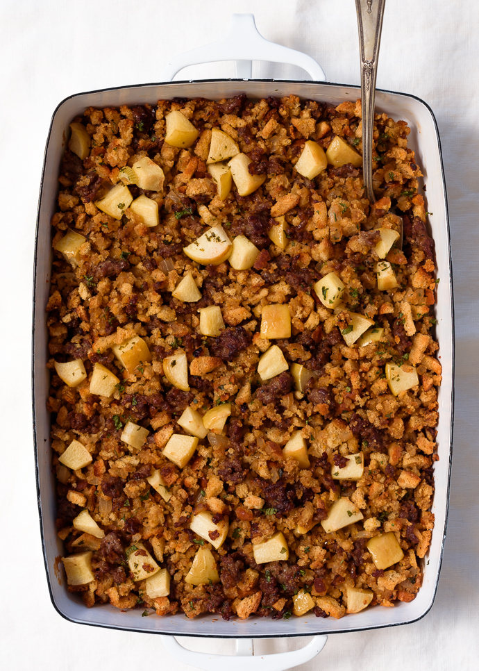 Apple Sausage and Cornbread Dressing/Stuffing via forkknifeswoon.com | @forkknifeswoon