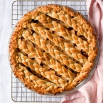 Chai Spiced Apple Pie, Two Ways. With a braided lattice crust or an oat crumble topping. via forkknifeswoon.com | @forkknifeswoon