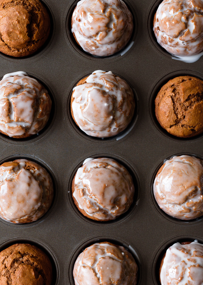 One-Bowl Pumpkin Gingerbread Muffins with Maple Vanilla Glaze