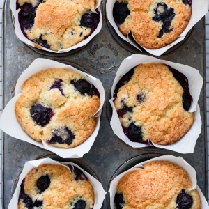 Bakery Style Lemon Blueberry Muffins via forkknifeswoon.com | @forkknifeswoon