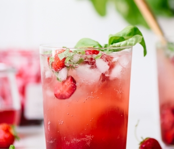 Strawberry Basil Soda via forkknifeswoon.com | @forkknifeswoon
