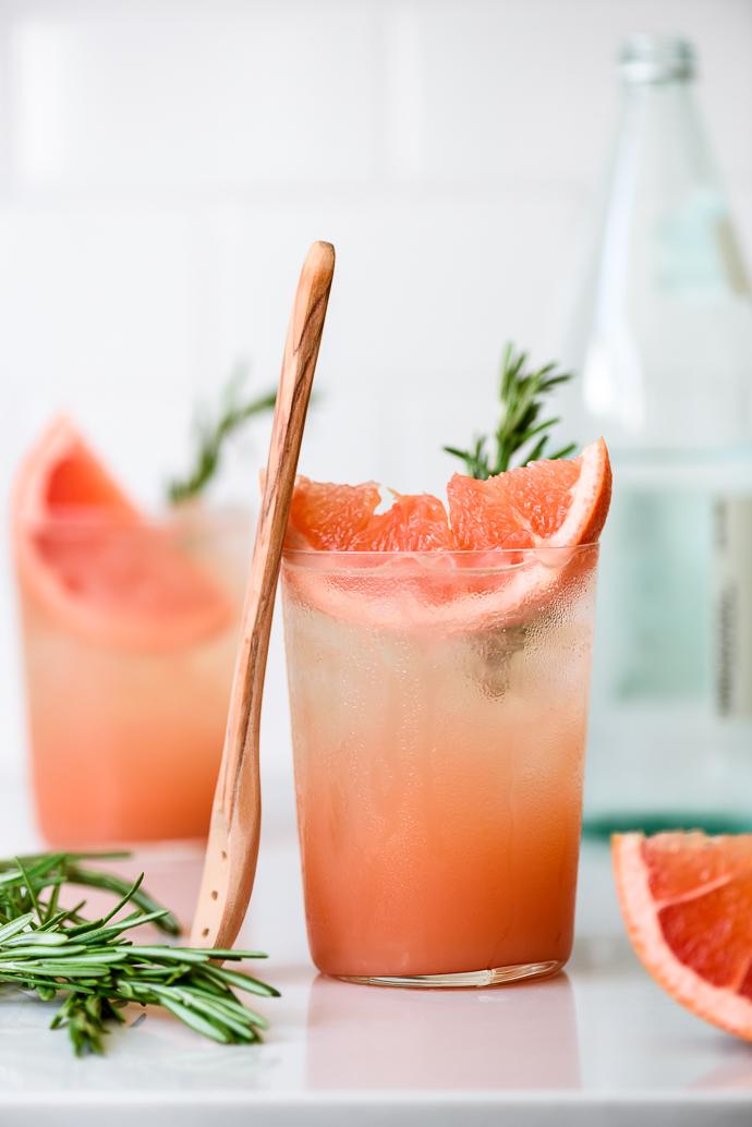 Naturally sweetened honey rosemary grapefruit sodas via forkknifeswoon.com
