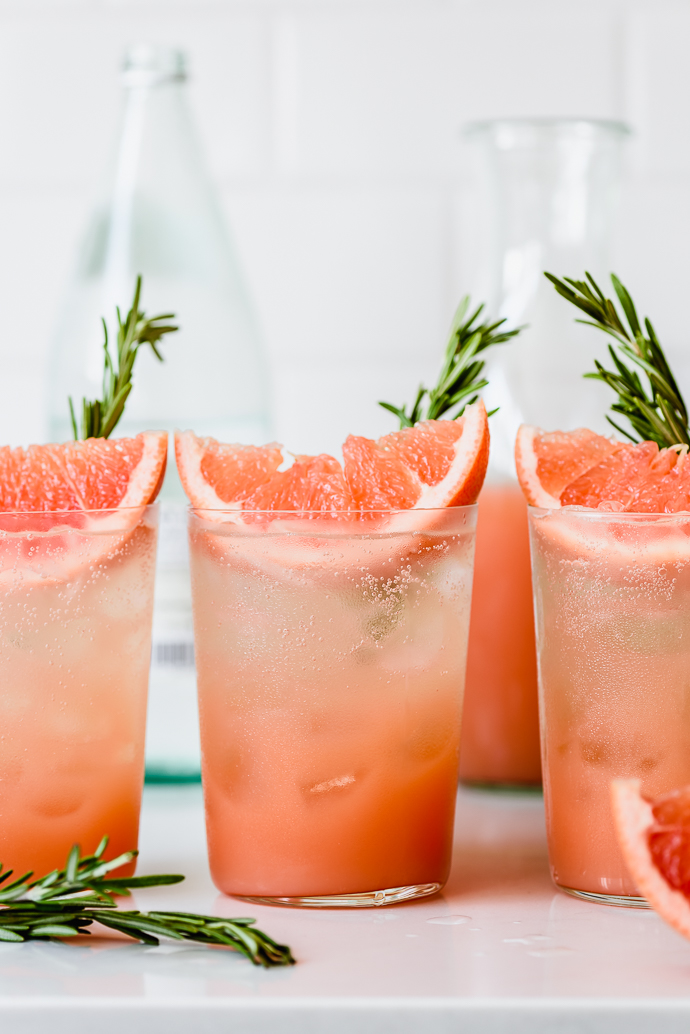 Naturally sweetened honey rosemary grapefruit sodas via forkknifeswoon.com