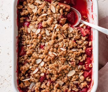 Brown Sugar Strawberry Rhubarb Crisp via forkknifeswoon.com