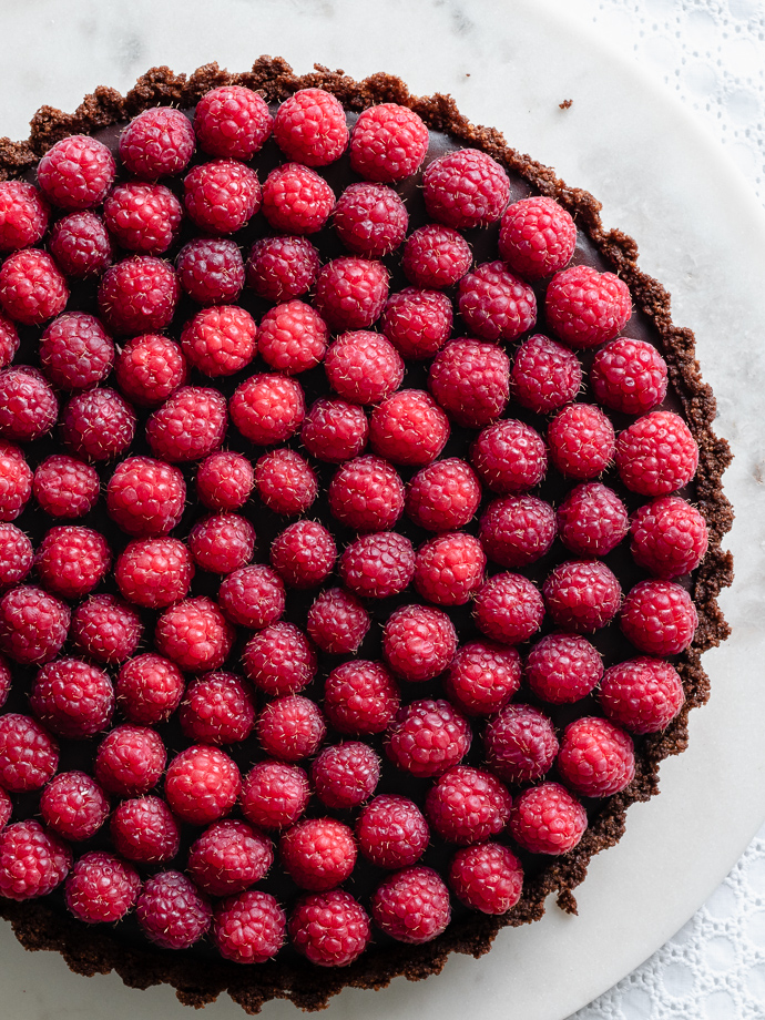 Raspberry Chocolate Ganache Tart via forkknifeswoon.com