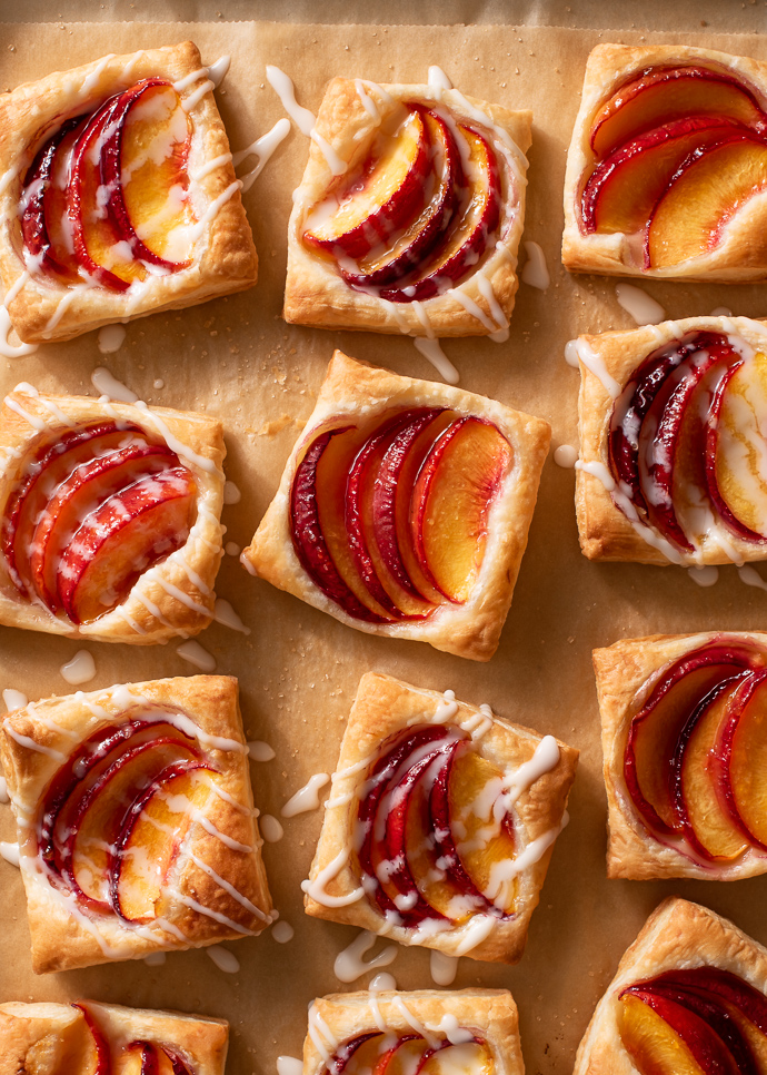 mini peach puff pastry tarts via forkknifeswoon.com