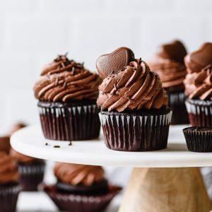 easy vegan chocolate cupcakes with chocolate peanut butter frosting from forkknifeswoon.com
